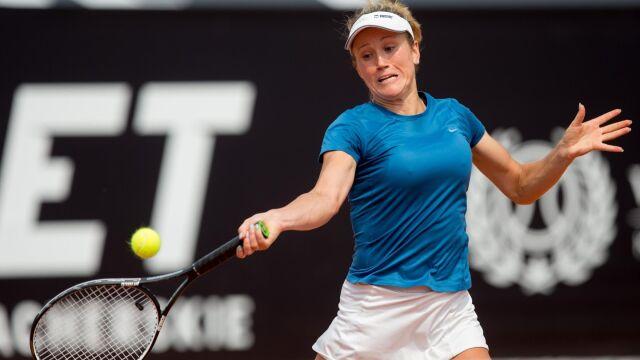 Katarzyna Kawa wciąż walczy o Wimbledon, Węgierka Stollar pokonana