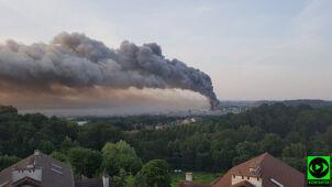 Kłęby czarnego dymu nad Gdańskiem. Jeden strażak w szpitalu, droga już odblokowana