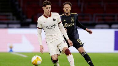 Piłkarz Romy ukarany przez chłopca do podawania piłek.