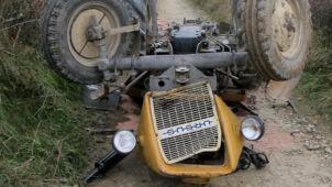 Ciągnik rolniczy stoczył się ze skarpy i przygniótł traktorzystę