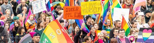 """""""Wroga ideologia LGBT"""" i """"seksualizacja dzieci"""". Jaki o przekształcaniu społeczeństwa w """"tęczowe"""""""