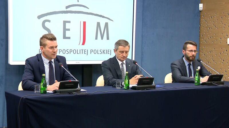 Grzegrzółka: komplet dokumentów ws. lotów Kuchcińskiego jest dostępny w Kancelarii Sejmu