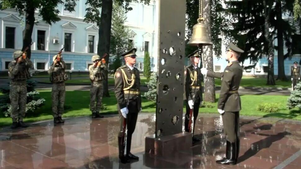 Każde uderzenie dzwonu  to znak, że zginął żołnierz