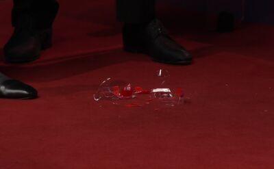 Rozbita szklanka podczas meczu Bingtao - Slessor