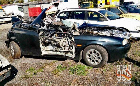Samochodem jechały trzy osoby. Dwie zginęły na miejscu