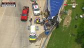 Rosenqvist wyciągnięty z samochodu po wypadku w Grand Prix Detroit