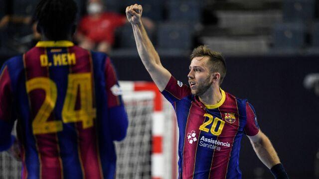 Niepokonana Barcelona wygrała Ligę Mistrzów. Trzecie miejsce Kamila Syprzaka