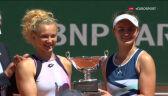 Krejcikova i Siniakova odebrały trofeum za zwycięstwo w finale gry podwójnej we French Open