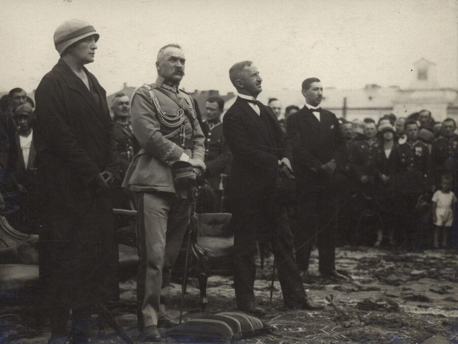 Aleksandra i Józef Piłsudscy podczas V Zjazdu Legionistów w Kielcach. Fotografia z 1926 roku