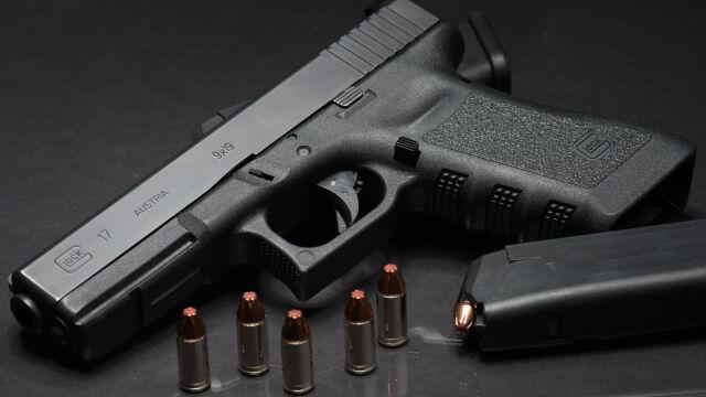 Ochroniarz zostawił w toalecie na stacji broń z ostrą amunicją