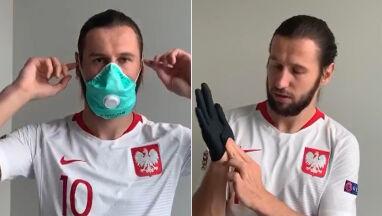 Jak zdjąć rękawiczki i maskę? Demonstruje Grzegorz Krychowiak