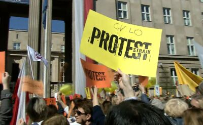 Pikieta przed MEN zorganizowana przez Warszawski Międzyszkolny Komitet Strajkowy