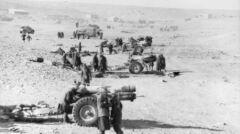 Brytyjskie haubice ostrzeliwują Tobruk