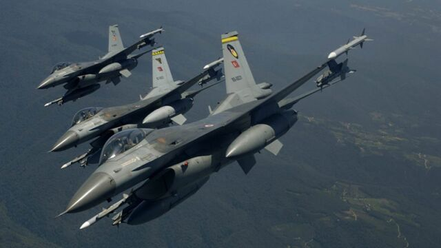 """Naloty na bazy w Iraku. """"Zakopiemy ich w dołach, które wykopali"""""""