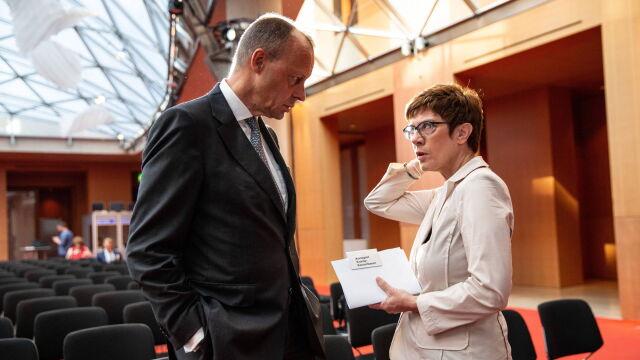 Niemcy chcą zmiany przywództwa w partii Merkel