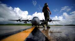 """Samolot wojskowych """"Łowców Huraganów"""" WC-130"""