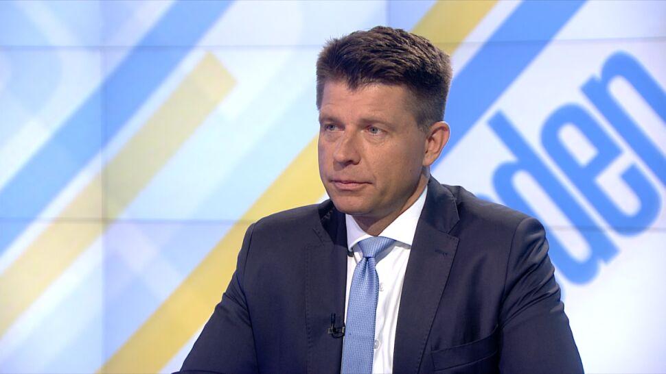 """""""Agresja sączy się od Kaczyńskiego"""". Petru o barierkach na miesięcznicy"""