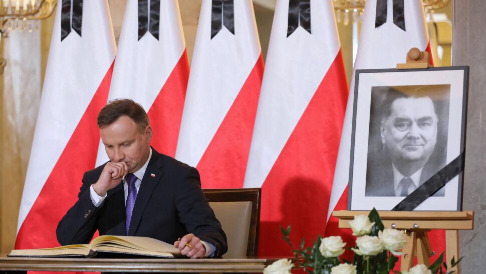 """""""Wolna Polska była jego największą miłością"""". Prezydent wpisał się do księgi kondolencyjnej"""