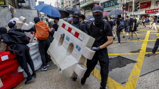 Koktajle Mołotowa na stacji metra. Nie ustają protesty w Hongkongu