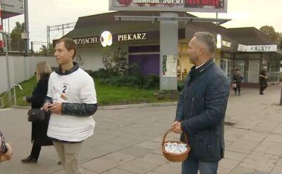 Jarosław Wałęsa zachęcał do głosowania mieszkańców Gdańska rozdając im cukierki