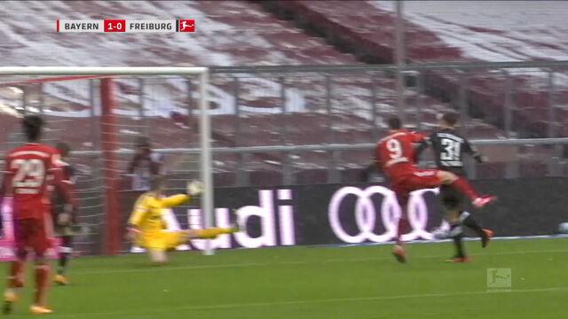 Gol Lewandowskiego w meczu Bayern - Freiburg w 16. kolejce Bundesligi