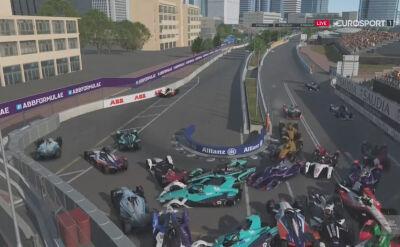 Karambol po starcie wyścigu kierowców w 4. rundzie Formula E Race at Home Challenge