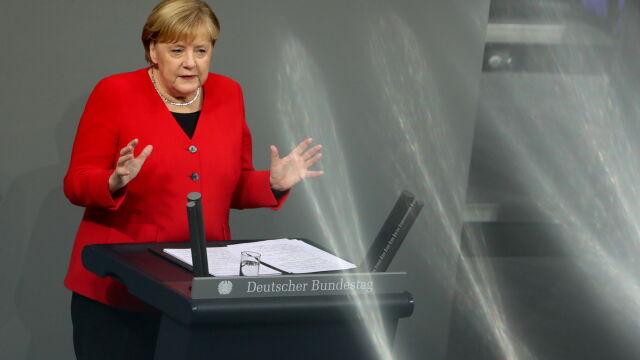 """Macron mówił o """"śmierci mózgowej"""" NATO. Merkel: jesteśmy zależni od Sojuszu"""