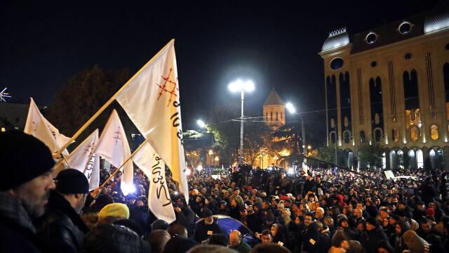 Armatki wodne przed parlamentem. Demonstranci chcą zmiany ordynacji i wyborów