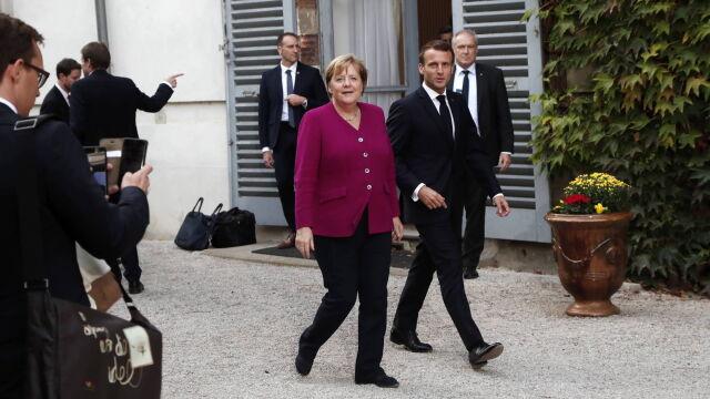 Merkel do Macrona: za każdym razem muszę sklejać filiżanki, które pan tłucze