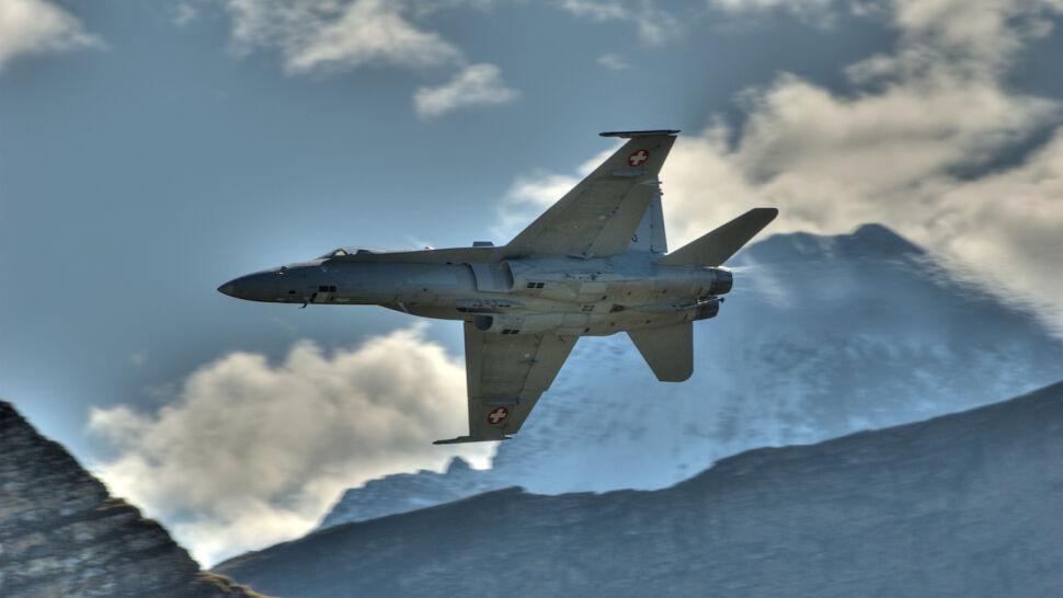 Rysy na myśliwcach.  Szwajcaria uziemiła część F/A-18
