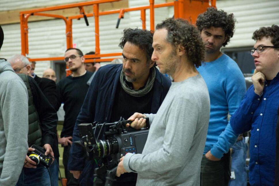 "Reżyser Alejandro González Iñárritu i operator Emmanuel Lubezki na planie ""Birdmana"""