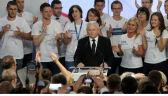 Wspomnienie o Lechu Kaczyńskim i kwiaty dla Marty. Jarosław Kaczyński przemawia w sztabie PiS