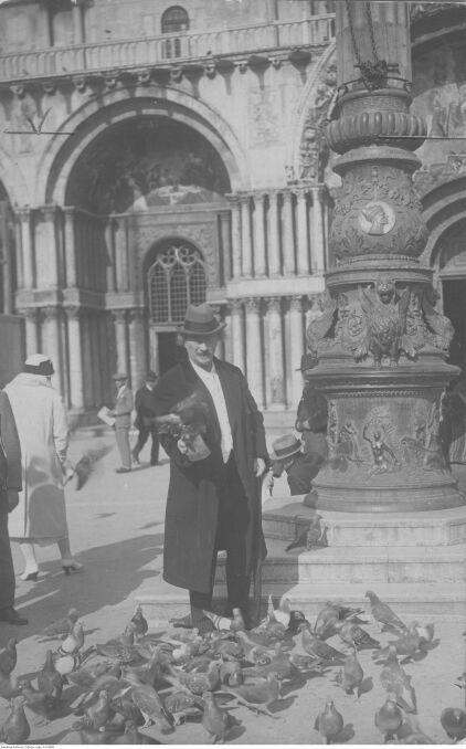 """Album """"100x100"""": Ignacy Paderewski na placu św.Marka (sygn. 1-K-6806) - 348 polubień"""