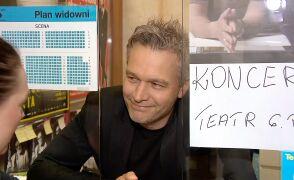 Dyrektor Żebrowski w okienku kasy
