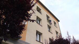 Dwulatek wypadł z okna na trzecim piętrze.