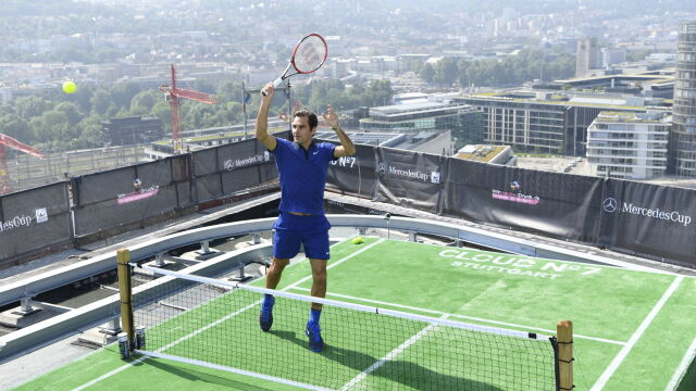"""Federer zagrał z dziećmi na dachu. """"Wszędzie można czerpać radość z tenisa"""""""