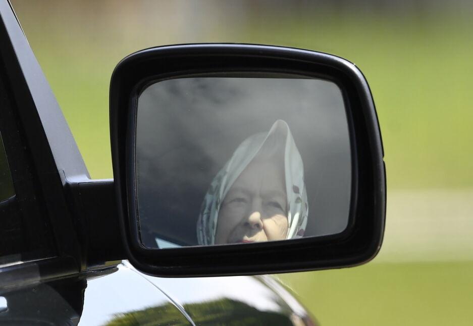 Brytyjska królowa Elżbieta II odwiedza wystawę koni na zamku w Windsorze