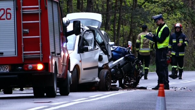 A motorcyclist is dead, his son injured in a car accident