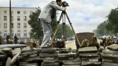 Z kamerą na barykadzie. Julien Bryan dostał od prezydenta Warszawy pozwolenie filmowania i fotografowania wszystkiego, co uznał za istotne