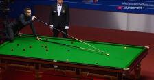 Problemy Selby'ego z wyjściem ze snookera w 20. frejmie finału mistrzostw świata
