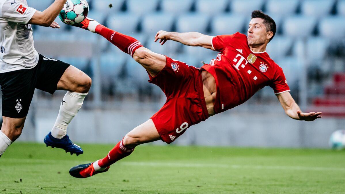 """""""Gol marzenie"""". Niemcy zachwyceni Lewandowskim i """"imprezą"""" Bayernu"""