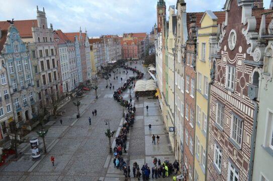 Przed Punktem Informacji Turystycznej w Gdańsku ustawiła się kolejka mieszkańców miasta