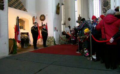 Tłumy wciąż przychodzą pożegnać prezydenta Gdańska