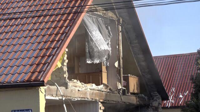 W domu jednorodzinnym wybuchł piec. 73-latek z oparzeniami
