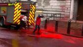 Aktywiści stracili kontrolę nad wężem strażackim