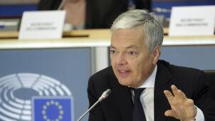 Zapowiedział kontynuację procedury wobec Polski. Belgijski kandydat zaakceptowany przez komisje