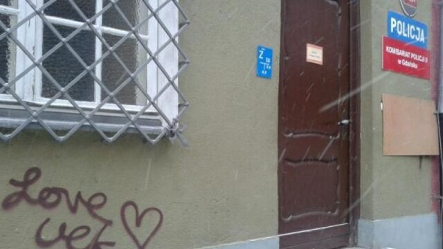 "Studentki ASP zatrzymane za ""Love"" na murach"