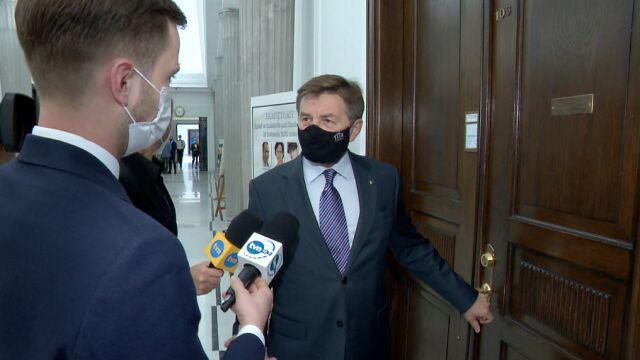 Marek Kuchciński na korytarzu sejmowym