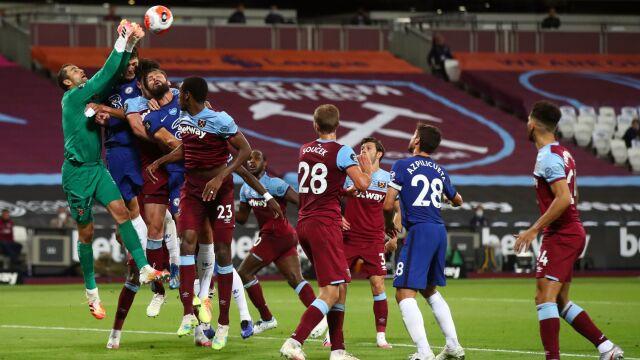 Szalone derby Londynu dla drużyny Fabiańskiego. Gol w końcówce pogrążył Chelsea