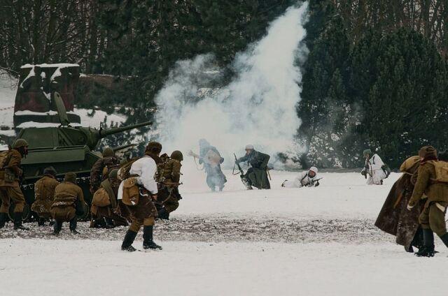 Pancerne pojazdy, walka w śniegu. Bitwa o Poznań 2013